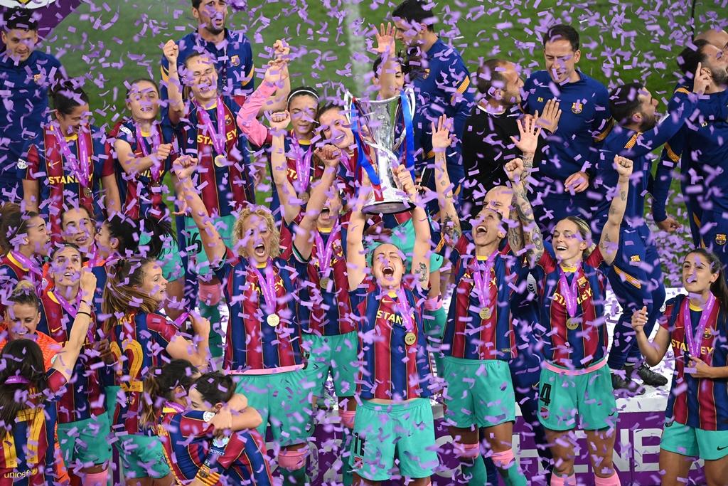 لابورتا-يهنئ-لاعبات-برشلونة